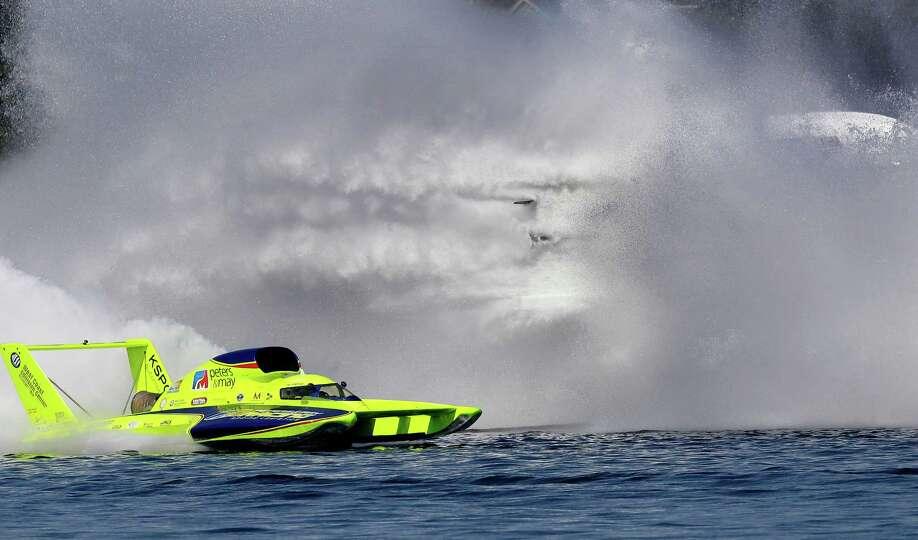 The Spirit of Qatar H1 Unlimited Hydroplane boat goes sideways, at ...