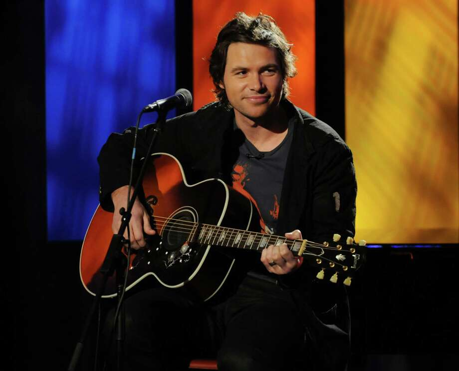 """American Idol"" contestant Michael Johns performs on ""The Morning Show with Mike & Juliet"" on April 15, 2008 in New York City. Photo: George Napolitano, FilmMagic Via Getty Images / 2008 George Napolitano"