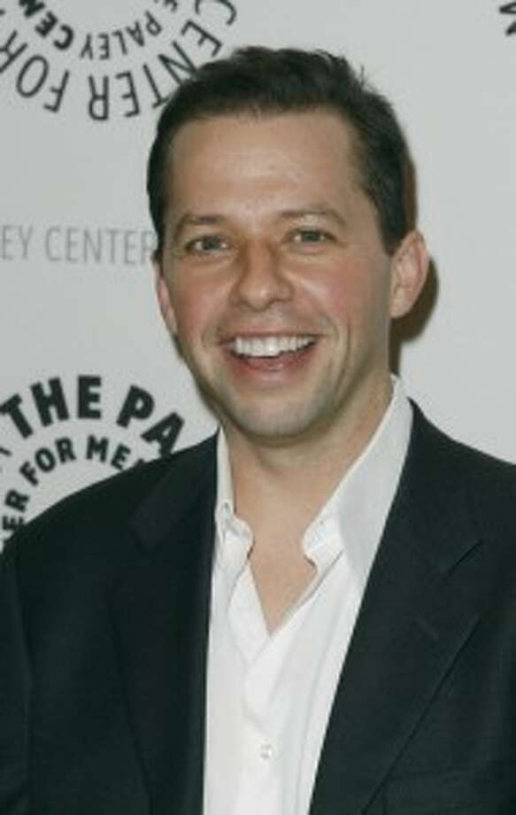 "John CryerPortrays chiropractor Alan Harper on ABC's ""Two and a Half Men"" Per episode salary: $600,000 Source: Time.com"