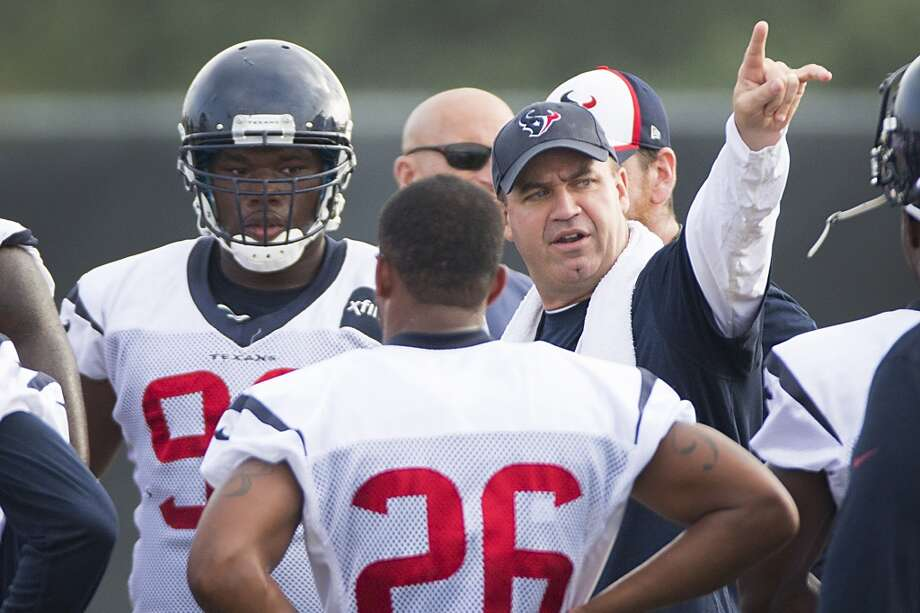 Bill O'Brien talks to his players. Photo: Brett Coomer, Houston Chronicle