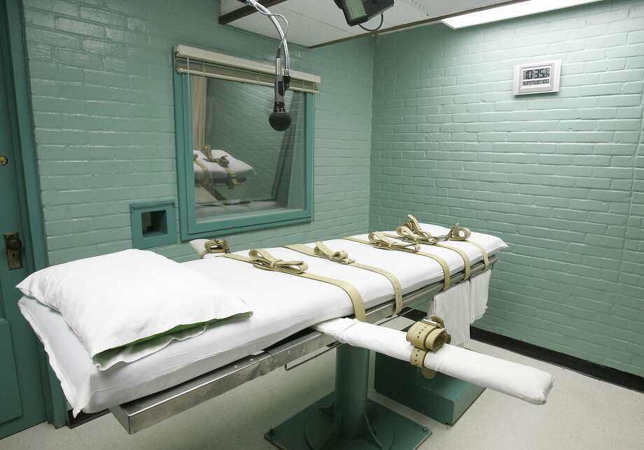 This May 27, 2008 file photo shows the gurney in Huntsville, Texas, where Texas' condemned are strapped down to receive a lethal dose of drugs. Both Texas and Missouri use the single drug pentobarbital as their drug of choice and say they've never had an execution go wrong. Ohio, Oklahoma and Arizona, where executions in 2014 went awry, use benzodiazepine Midazolam. (AP Photo/Pat Sullivan, File) Photo: Pat Sullivan, Associated Press