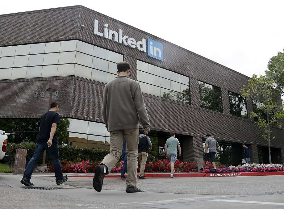 An investigation found that Mountain View's LinkedIn violated the overtime and record-keeping provisions of the Fair Labor Standards Act. Photo: Marcio Jose Sanchez, Associated Press