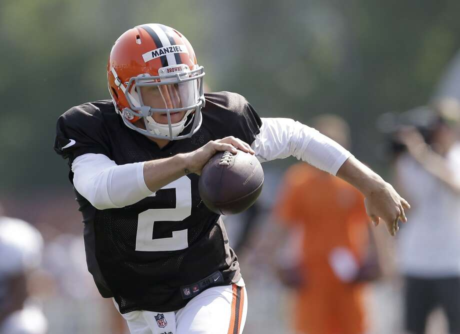 Johnny Manziel took snaps with the Cleveland Browns' first-team offense and was 6-for-17 in the team's 11-on-11 drills Monday. Photo: Tony Dejak, Associated Press