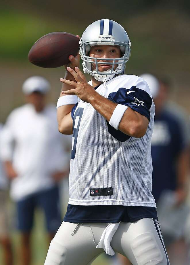 Cowboys quarterback Tony Romo, recovering from back surgery, made it through a long practice Sunday. Photo: Ron Jenkins, McClatchy-Tribune News Service
