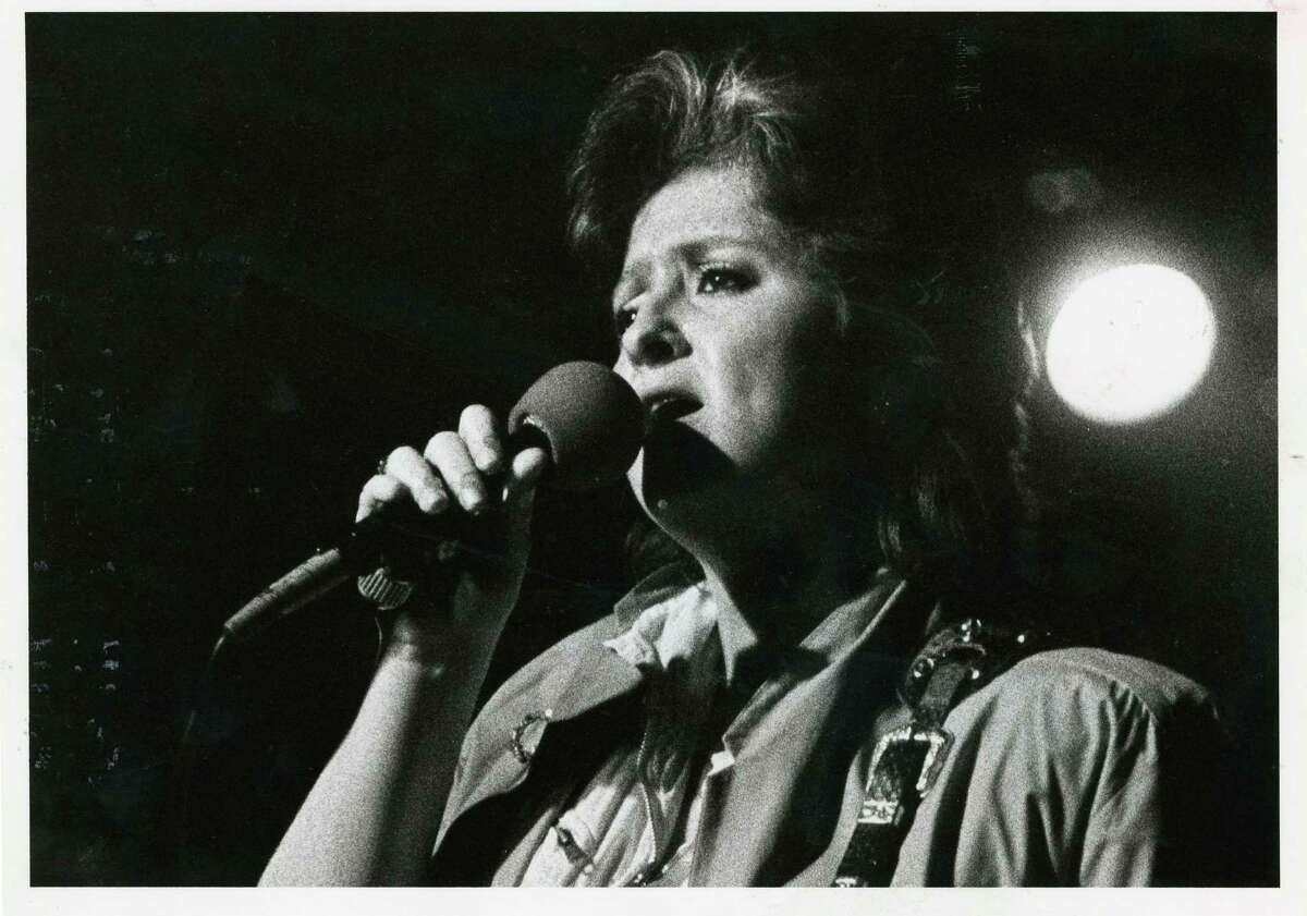Bonnie Raitt and her band perform at Fitzgerald's in 1984.