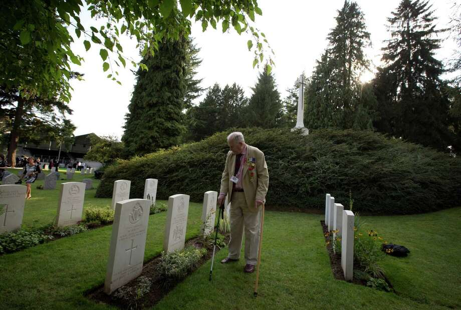 British Maj. Maurice French, 84, visits the grave of his uncle, Britain's first World War I Victoria Cross recipient Maurice Dease, at the St. Symphorien Cemetery in St. Symphorien, Belgium on Monday. Photo: Virginia Mayo, STF / AP