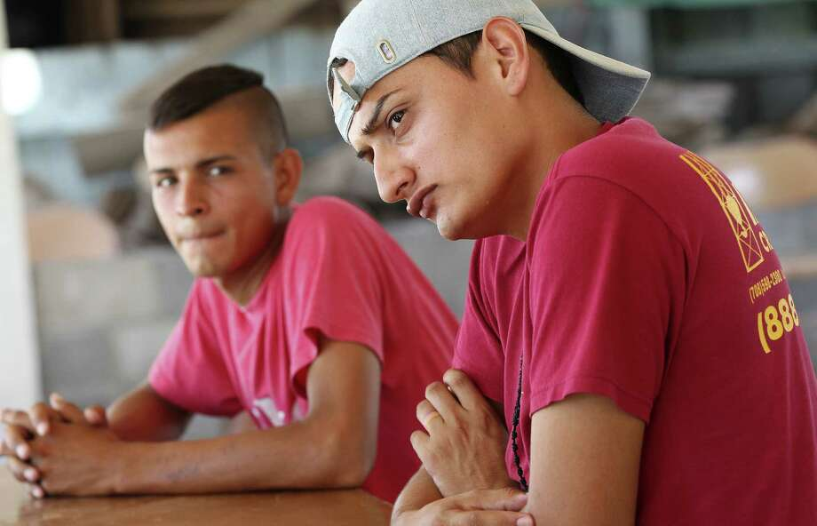 "Honduran Henry Rodríguez Hernández, 21 (right), fled to the shelter after a man took him ""to a place where they prostitute homosexuals."" / @San Antonio Express-News"