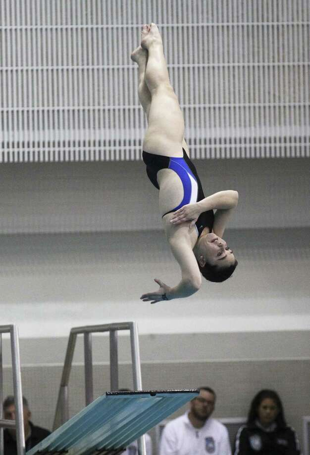 Alamo Heights sophomore Sine Scribbick is one of eight area athletes competing in the USA Diving Junior National Championships in Knoxville, Tennessee. Photo: S.A. Express-News File Photo / ©2013 San Antonio Express-News