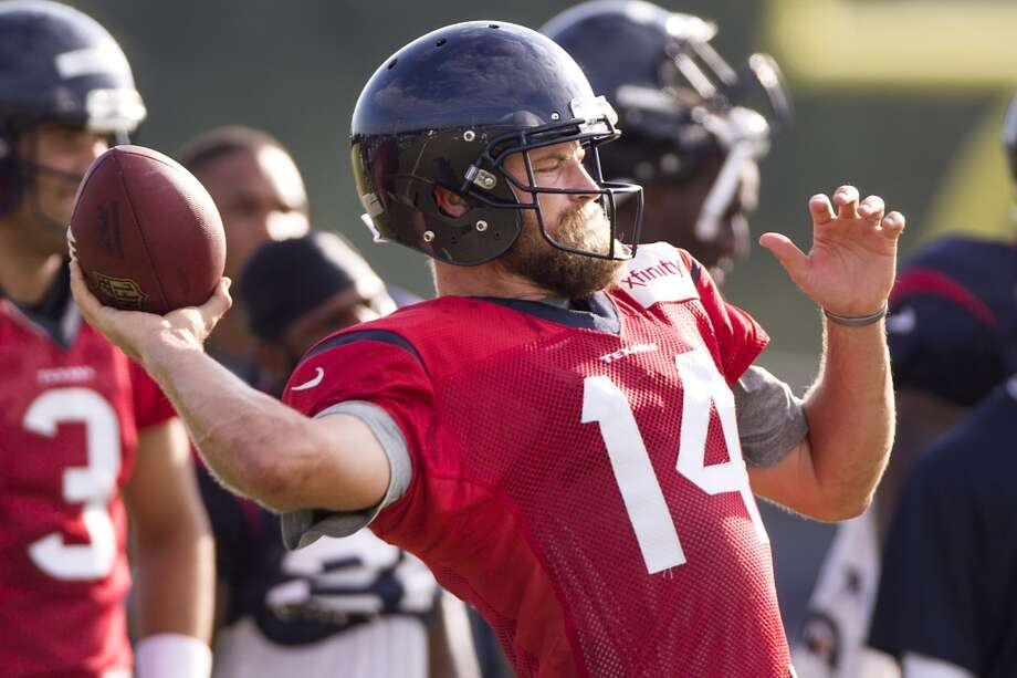 Quarterback Ryan Fitzpatrick throws a pass. Photo: Brett Coomer, Houston Chronicle
