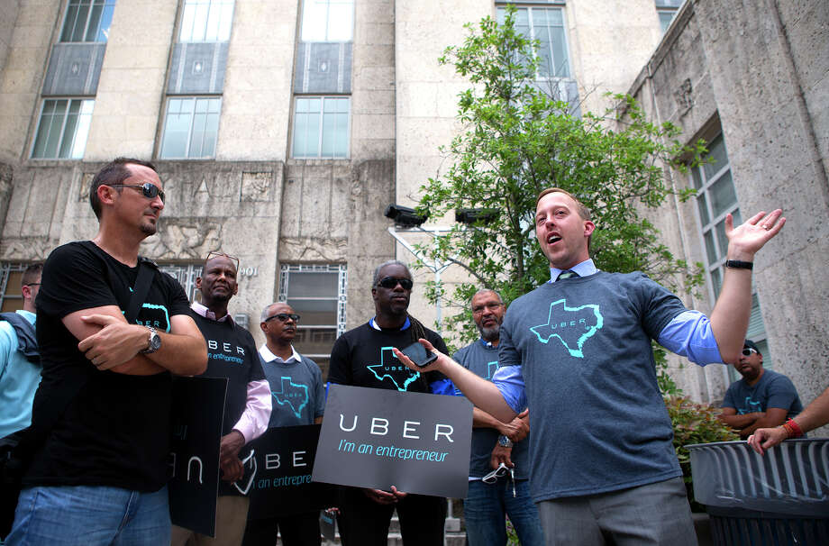 Uber Manager of the Midwest, Chris Nakutis Taylor, right, leads supporters during a rally outside of City Hall on Aug. 5, 2014, in Houston. Photo: Cody Duty, Houston Chronicle / © 2014 Houston Chronicle