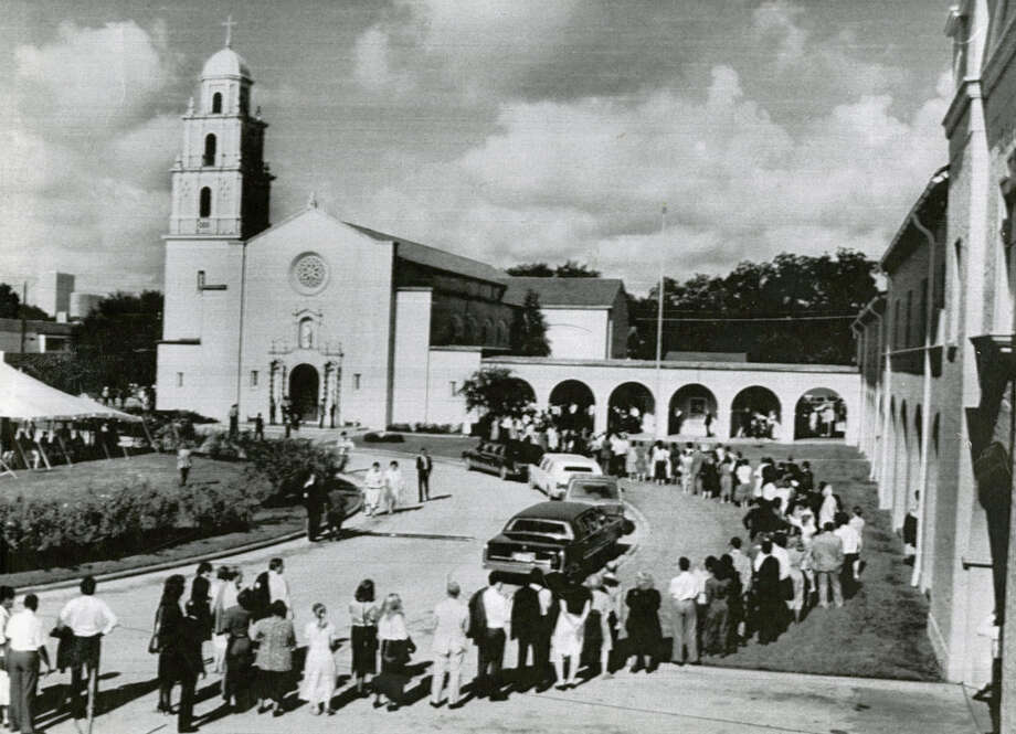 U.S. Rep. Mickey Leland's funeral brings a long line of mourners to St. Anne's Catholic Church in Houston, Aug. 19. 1989. Leland, a Democratic congressman from Texas 18th District, died Aug. 7, 1989 at age 44 when a plane he was on crashed during a mission trip in Fugnido, Ethiopia. (UPI / Bruno Torres) Photo: AP, UPI Photos