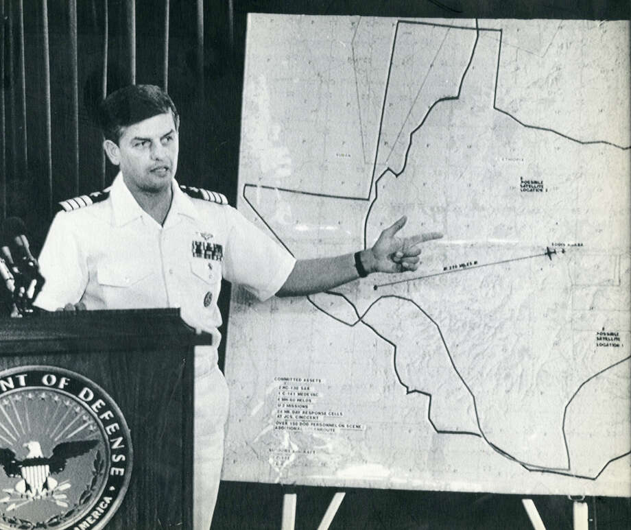 U.S. Navy Capt. Stan Bloyer uses a map of Ethiopia with an outline of Texas during a Pentagon briefing on search efforts for Rep. Mickey Leland and 15 others.  Leland, a Democratic congressman from Texas 18th District, died Aug. 7, 1989 at age 44 when a plane he was on crashed during a mission trip in Fugnido, Ethiopia. (AP / Jeff Markowitz) Photo: AP, UPI Photos