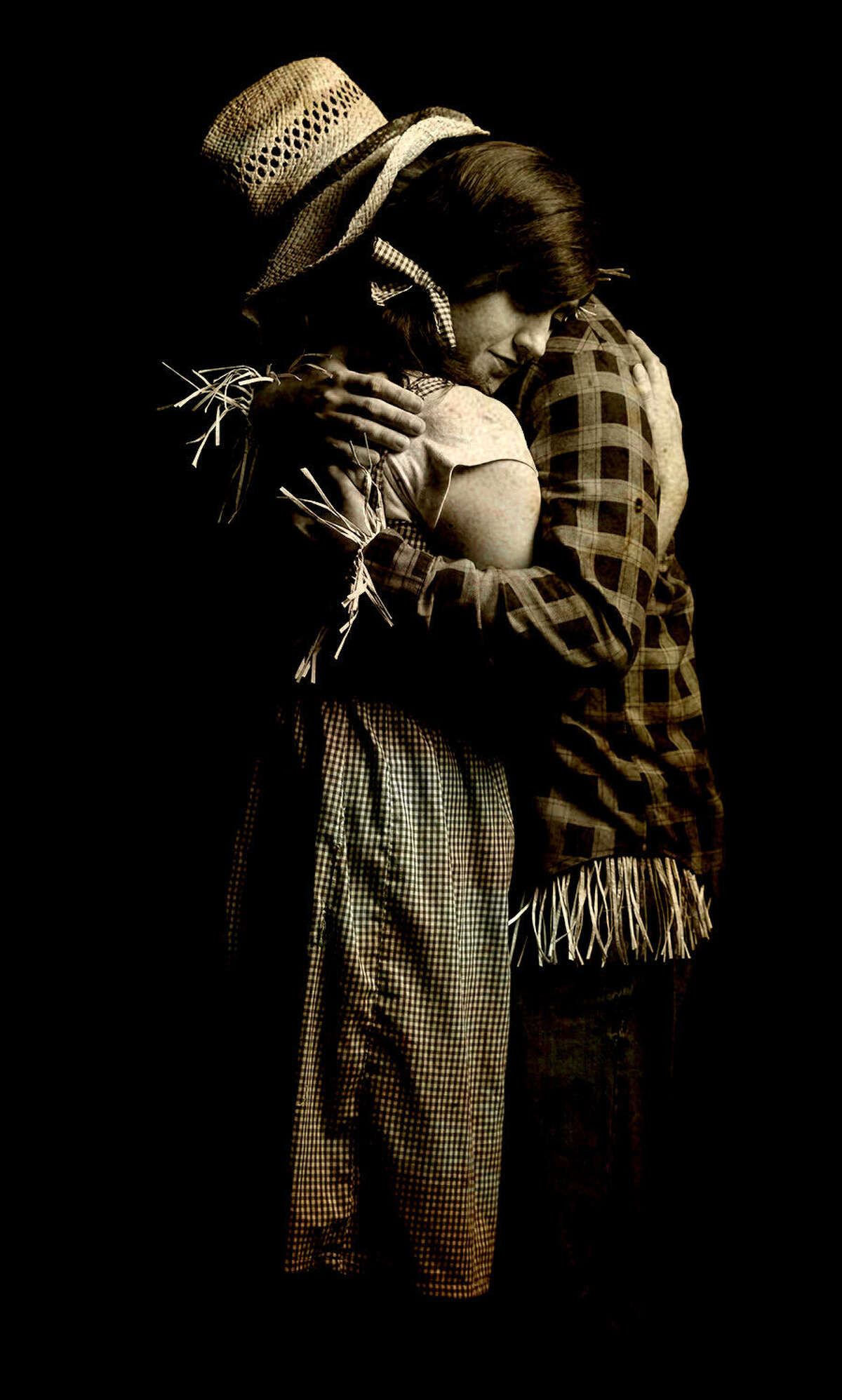 Sophie Bolles plays Dorothy and Justin Bankston plays the Scarecrow in