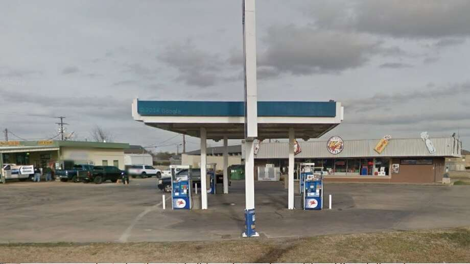 San Antonian Humberto G. Arvizu won a $1 million Powerball ticket, bought at this Kwik Chek, located at 2510 N. Main St. in Paris, northeast of Dallas. Photo: Google Maps