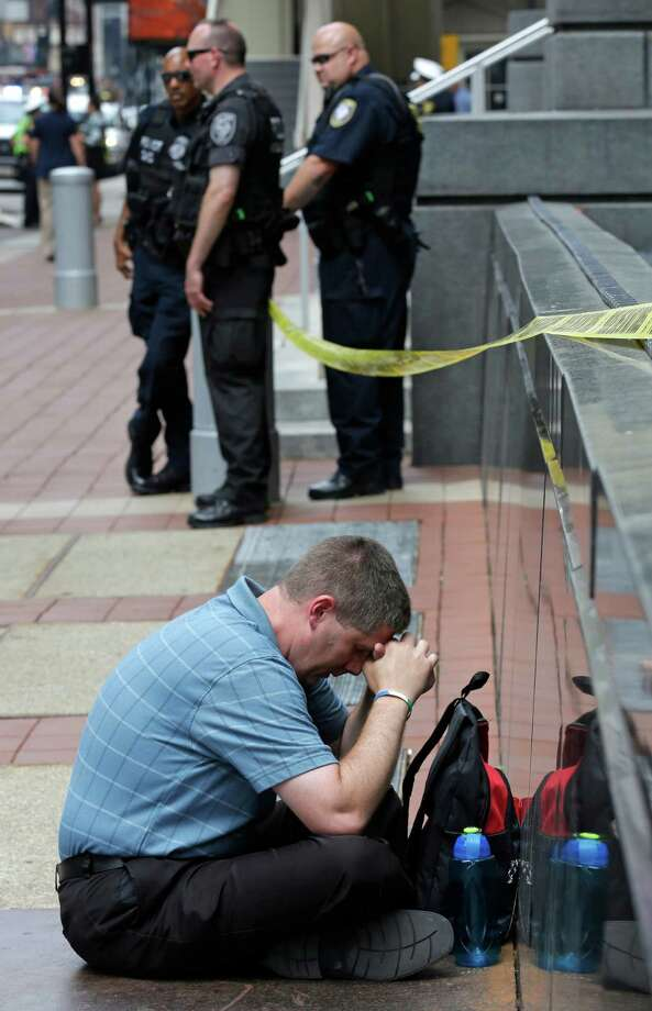 Scott Mishler, who opposes gay marriage, prays Wednesday outside the courthouse where appeals are being heard in gay marriage cases in four states. Photo: Al Behrman, STF / AP