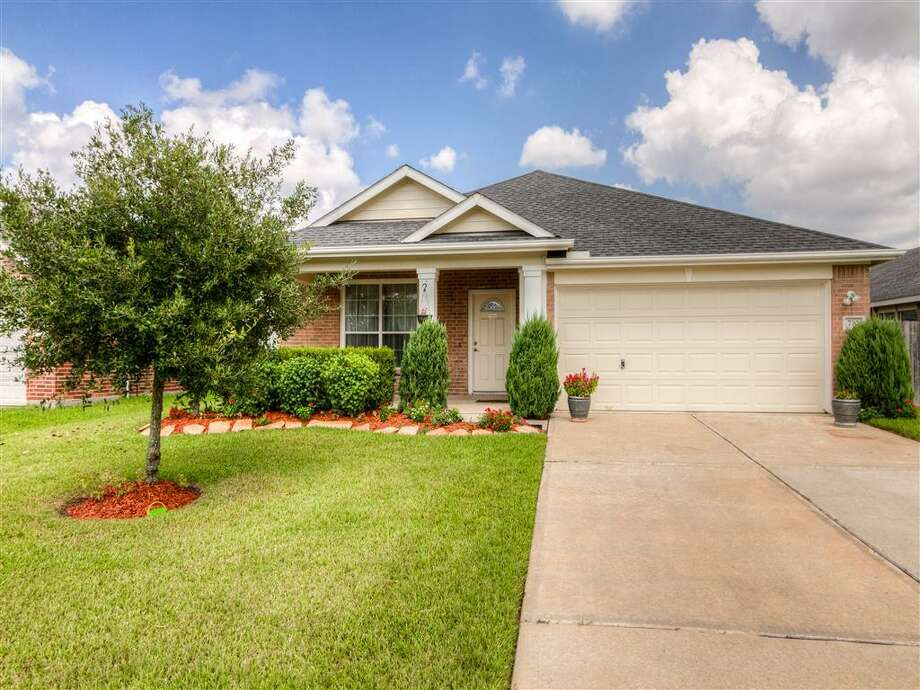 Fort Bend County has landed at No. 7 in the nation for counties that will save you money. Take a look at the homes you can score for the county's median monthly mortgage payment of $654:730 Shenandoah: This 2006 home in Rosenberg has 3 bedrooms, 2 bathrooms, 2,113 square feet, and is listed for $180,000. Photo: Houston Association Of Realtors
