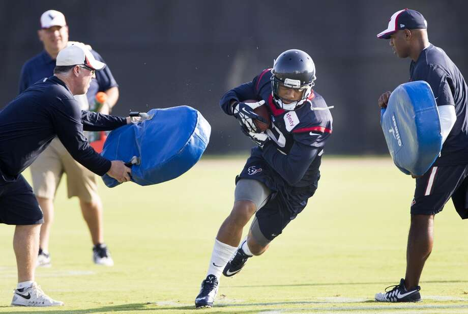 Texans running back Tim Cornett (32) runs with the football after making a catch. Photo: Brett Coomer, Houston Chronicle