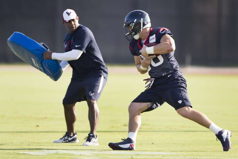 Texans tight end Garrett Graham runs with the football after making a catch.