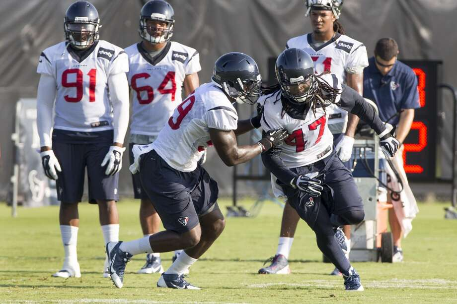 Texans outside linebacker Whitney Mercilus (59) covers outside linebacker Quentin Groves (47) during a drill. Photo: Brett Coomer, Houston Chronicle