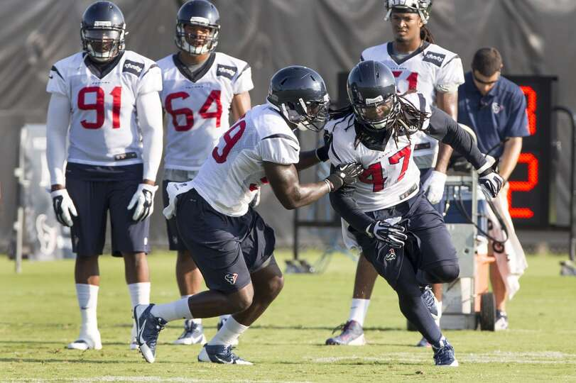 Texans outside linebacker Whitney Mercilus (59) covers outside linebacker Quentin Groves (47) during