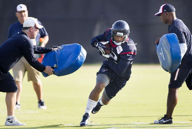 Texans running back Tim Cornett (32) runs with the football after making a catch.