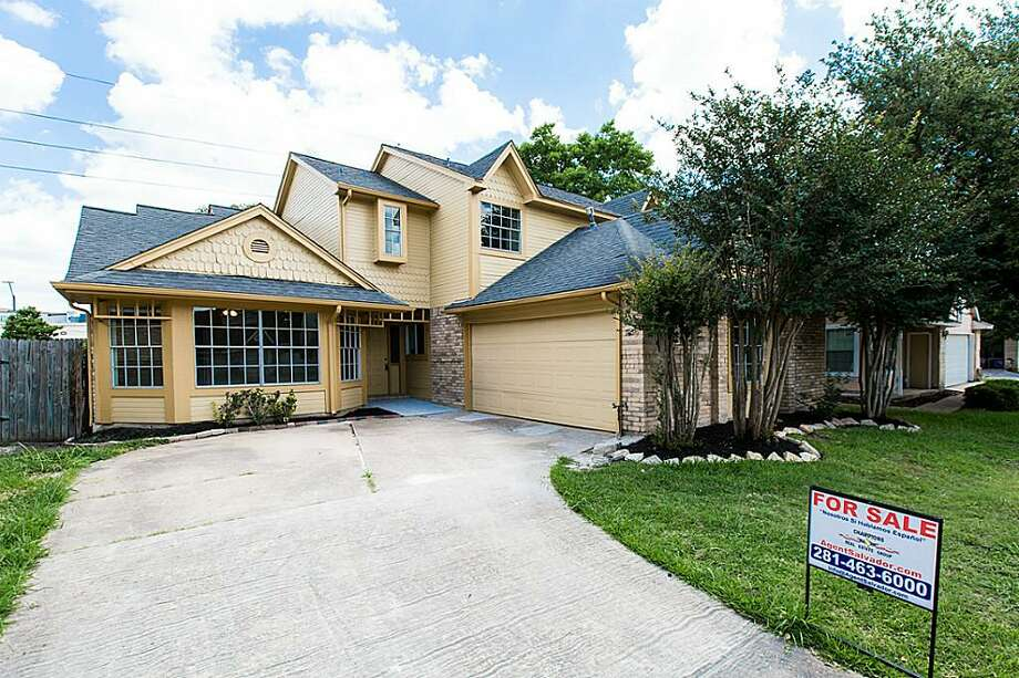 12818 Ashford Brooks: This 1981 home in Houston has 3 bedrooms, 2.5 bathrooms, 2,309 square feet, and is listed for $165,000. Photo: Houston Association Of Realtors