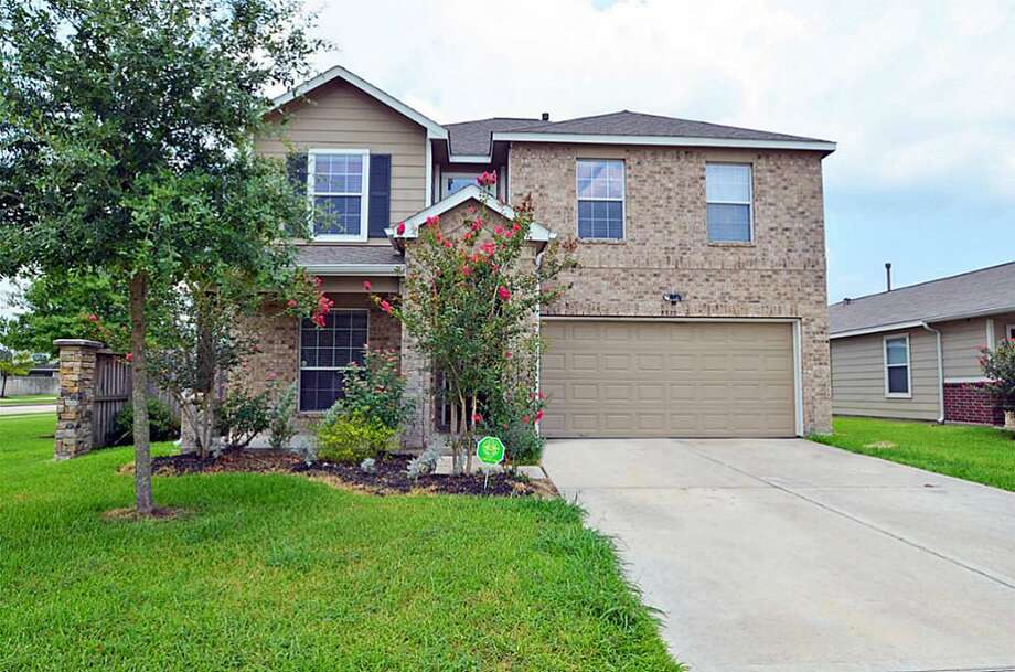 8322 Wainwright: This 2008 home in Rosharon has 4 bedrooms, 2.5 bathrooms, 2,695 square feet, and is listed for $164,000. Photo: Houston Association Of Realtors