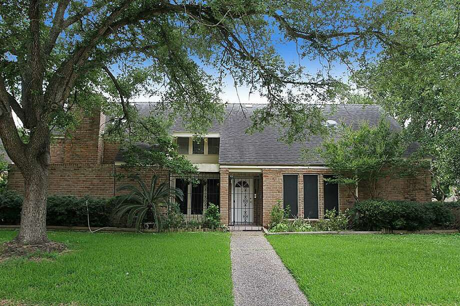 7102 Rancheria: This 1977 home in Houston has 4 bedrooms, 2.5 bathrooms, 2,539 square feet, and is listed for $179,888. Photo: Houston Association Of Realtors