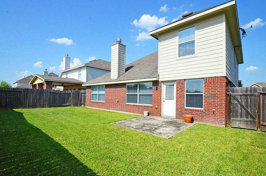 6910 Great Oaks Shadow: This 2006 home in Houston has 3 bedrooms, 2.5 bathrooms, 2,082 square feet, and is listed for $170,000. Photo: Houston Association Of Realtors