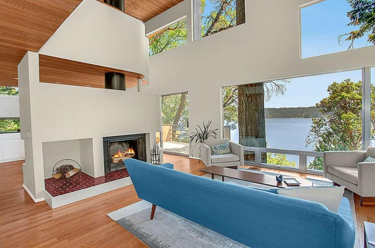 Living room of 1220 W. Lake Sammamish Parkway N.E., in Bellevue.