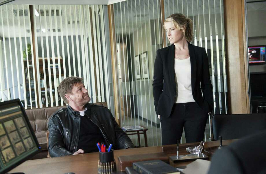 Deep-cover operative Martin Odum (Sean Bean) returns to the FBI after a dangerous assignment infiltrating the Citizens Army of Virginia, a domestic terrorist organization. Ali Larter plays a fellow FBI operative. Photo: TNT / TM & © Turner Entertainment  Networks, Inc. A Time Warner Company. All Rights Reserved.