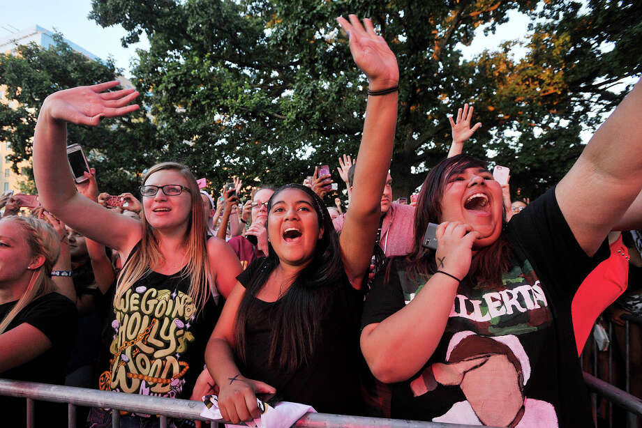 From left: Kaylee Manka, Vivian Sosa, and Esmeralda Rodriguez cheer on Jake Miller during Alive@Five at Columbus Park in Stamford, Conn., on Thursday, Aug. 7, 2014. Hearst Connecticut Media Group is a sponsor of the event. Photo: Jason Rearick / Stamford Advocate