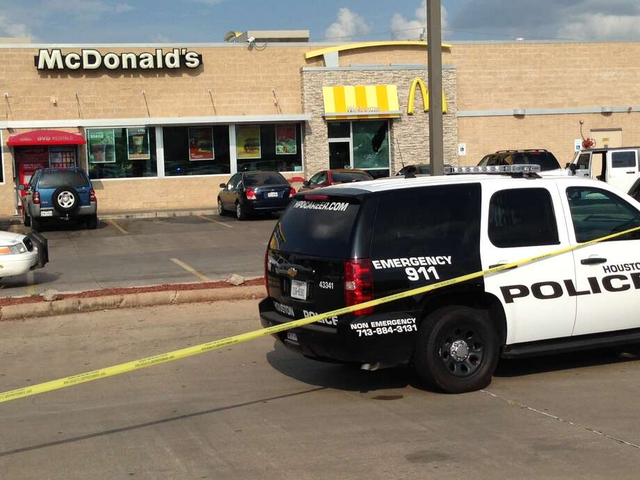 Police are investigating a shooting outside a fast food restaurant in southwest Houston. Photo: Mike Glenn / Houston Chronicle