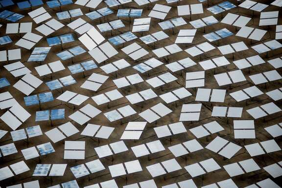 Solar panels stand at the Ivanpah Solar Electric Generating System in the Mojave Desert near Primm, Nevada, U.S., on Monday, March 10, 2014. The 392-megawatt California Ivanpah plant developed by Google, NRG and Bright Source, which began operating in February, brings utility-scale solar to more than 5.5 gigawatts, up 1,089% since 2010. Photographer: Jacob Kepler/Bloomberg