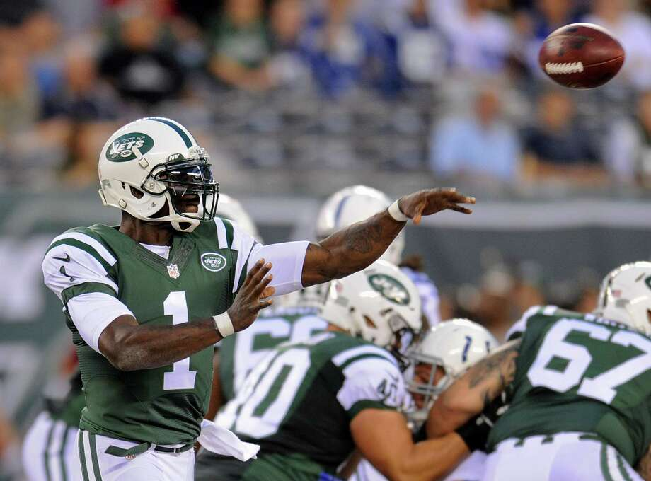 New York Jets quarterback Michael Vick (1) passes against the Indianapolis Colts in the second quarter of a preseason NFL football game, Thursday, Aug. 7, 2014, in East Rutherford, N.J. (AP Photo/Bill Kostroun)  ORG XMIT: ERU126 Photo: Bill Kostroun / FR51951 AP