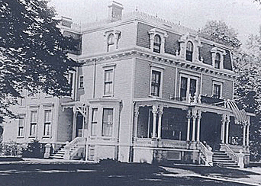 The Unquowa Hotel Served Community As A And Restaurant Well Meeting