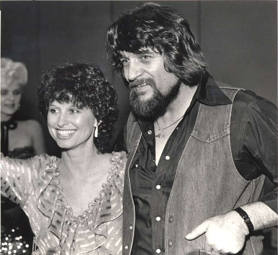 Country music legend Waylon Jennings and his wife, country singer Jesse Colter, attend a party in Nashville, Tenn., in July 1982. Photo: MARK HUMPHREY, AP