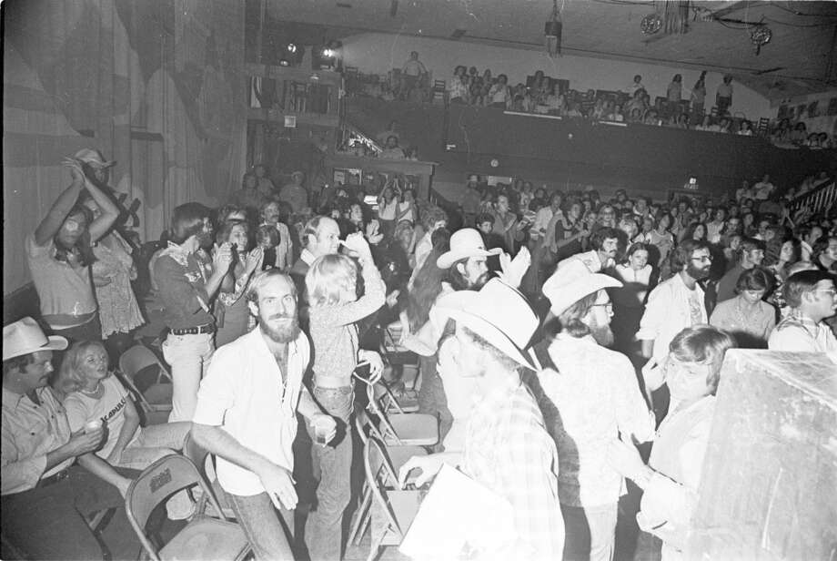 Crowd at Waylon Jennings concert at Liberty Hall, August 28, 1975. Blair Pittman : Chronicle file Photo: Blair Pittman, Houston Chronicle