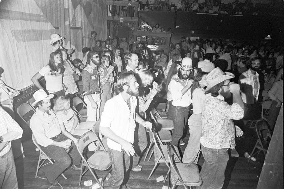Crowd at Waylon Jennings concert at Liberty Hall, August 28, 1975. Blair Pittman : Chronicle file Photo: Blair Pittman, Houston Chronicle