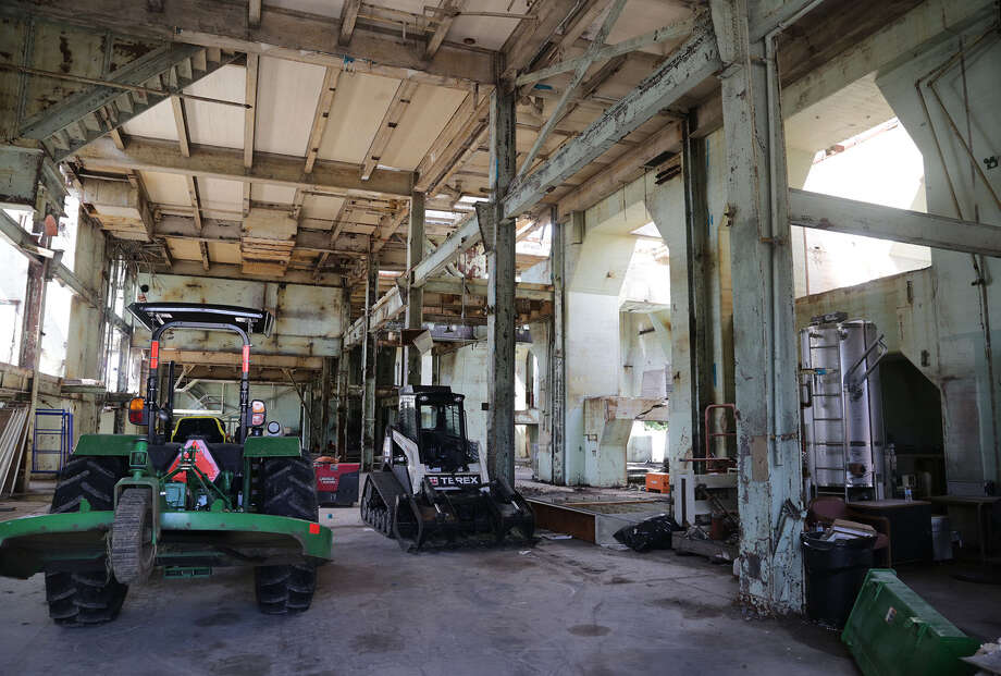 An old building that was used by HL&P power plant, on the property now owned Biofuels Power Corp. Tuesday August 5, 2014 at 12100 Hiram Clarke Road in Houston, TX. Biofuels is a Houston company that is hoping to convert natural gas into oil. Photo: Billy Smith II, Chronicle / © 2014 Houston Chronicle
