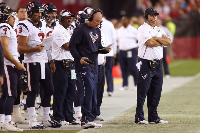 Houston Texans head coach Bill O'Brien, right, watches from the sidelines against the Arizona Cardin