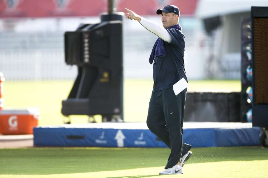 Head coach Bill O'Brien walks onto the practice field. Photo: Brett Coomer, Houston Chronicle