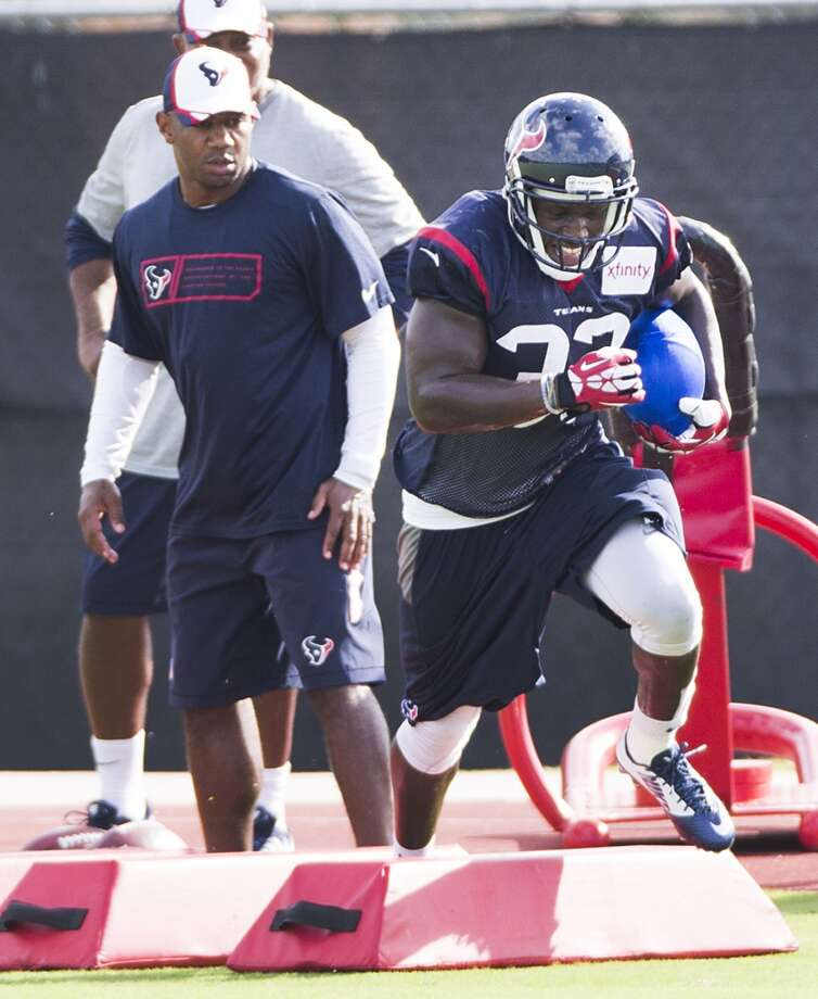 Running back Andre Brown (33) runs a drill. Photo: Brett Coomer, Houston Chronicle