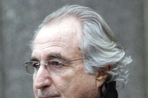Washington investors seek to pin Madoff losses on auditors - Photo