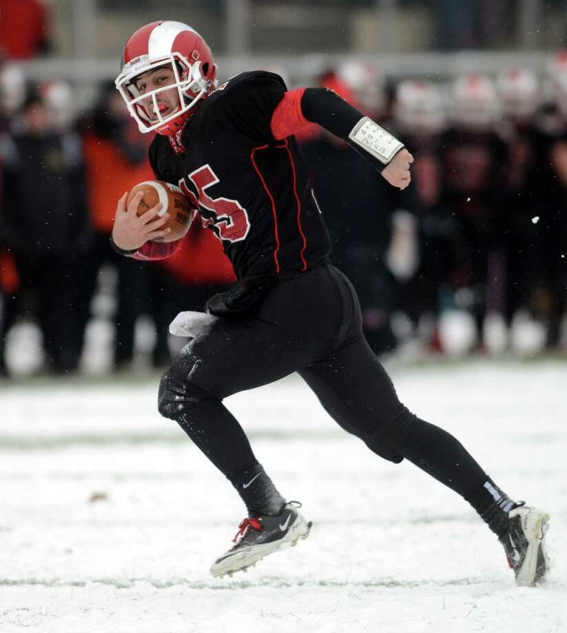 New Canaan's Nick Cascione runs with the ball during the 2013 Class L state championship football game between New Canaan and Darien on Saturday, Dec. 14 at Boyle Stadium in Stamford. Photo: Autumn Driscoll / Connecticut Post