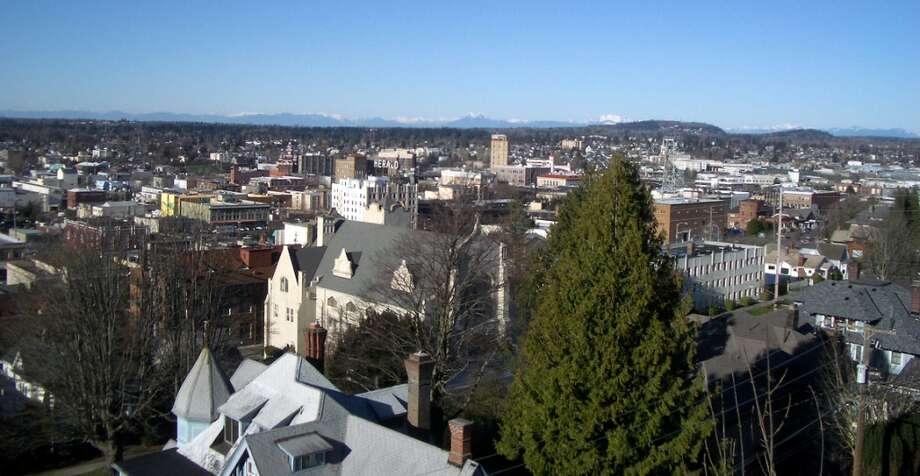 9. Bellingham, WashingtonMean weekly hours worked: 33.4Mean travel time to work (in minutes): 17.5Median earnings: $41,117Median gross rent: $866 Photo: X-Weinzar, Wikimedia