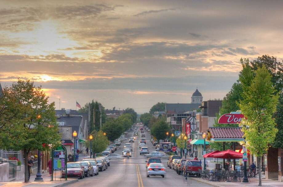 1. Bloomington, IndianaMean weekly hours worked: 31.9Mean travel time to work (in minutes): 15.2Median earnings: $35,908Median gross rent: $788 Photo: Yahala, Wikimedia