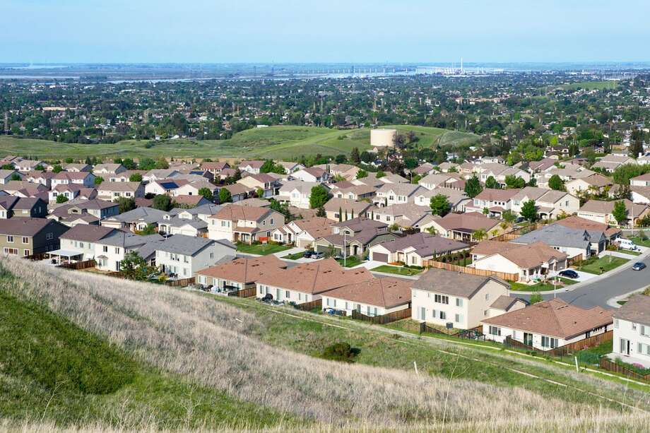 8. Antioch, CaliforniaMean weekly hours worked: 37.0Mean travel time to work (in minutes): 41.8Median earnings: $50,462Median gross rent: $1,221 Photo: LPS.1, Wikimedia