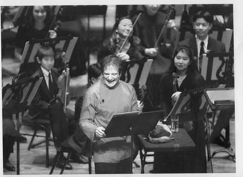 Robin Williams narrates Peter and the Wolf with a youth symphony on Dec. 12, 1993. Photo: Brant Ward, The Chronicle