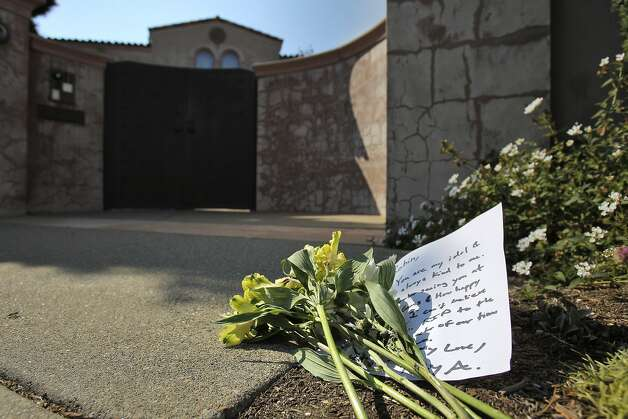 A small bouquet of flowers and note were placed at the front gate at Robin Williams' former home in the Sea Cliff neighborhood in San Francisco, Calif., on Monday, August 11, 2014. Williams was found dead in his Tiburon home earlier in the day and fans and friends left  flowers and notes to honor the comedy and acting legend. Photo: Carlos Avila Gonzalez, The Chronicle